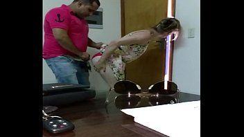 Indiana safada fodendo gostoso com namorado em escritório