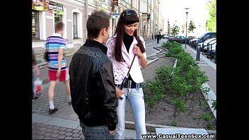Magrinho deixando namorada bem satisfeita na socada