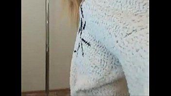 Muito excitada menina se exibe para namorado em video e acaba vazando na net