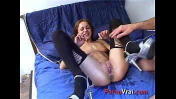 Sexo amador com a garota peituda de quatro dando