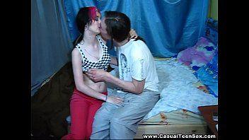 Video amador de sexo com essa morena gostosa fazendo de tudo