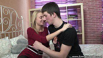Video porno gozando no peitos da delicinha com tesao