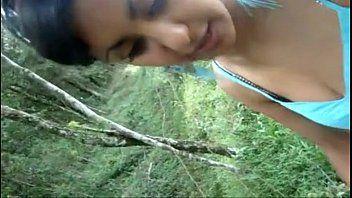 Tv buceta :: novinha chupando pau no mato