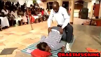 Pastor comendo a mulher safada casada depois do culto
