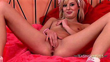 Buceta molhadinha masturbando no  vídeo cam4