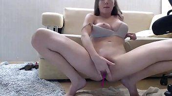 Caiu na net ninfeta masturbando a vagina virgem