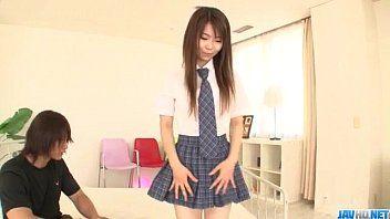 Menina colegial de saia curta dando pro professor