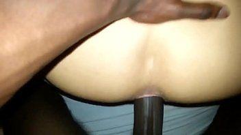 Rasgando o cu do traveco rabuda empinando o ânus