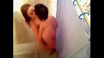 Filmando sexo caseiro de namorados no banho