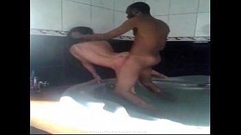 Pornô gostosa dando uma na banheira do motel