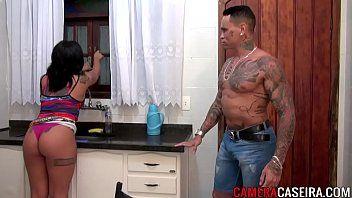 Dotado com tatuagem da playboy no porno nacional