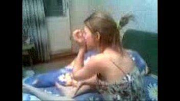 Loirinha devassa aprendendo a engolir pica no boquete