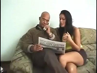 Corno adorando foder a mulher cachorra no filme de sexo