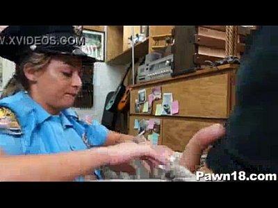 Vídeo da policial maquiada que caiu na net