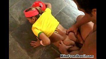 Cenas de foda com duas brasileiras insaciáveis nos pênis