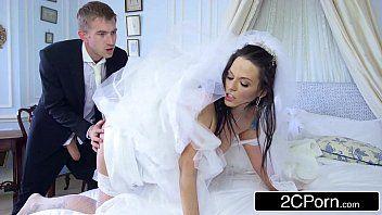 Mulher gosando no sexo com padrinho do casamento