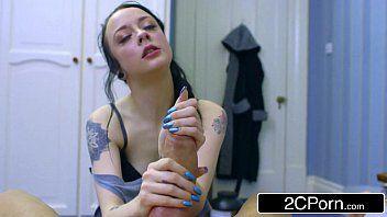 Sexo porno doido com magrinha tatuada