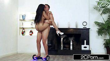 Video porno boa foda com morena deliciosa dando