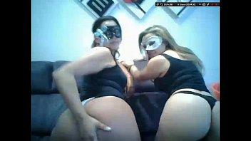 Amigas do sexlog de máscara em porno lésbico