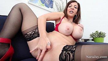 Mulher se masturbando e gozando no escritorio do trabalho