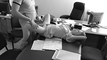 Secretaria novinha fazendo putaria no escritorio