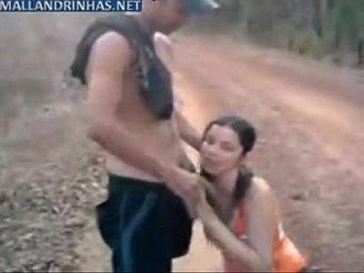 Vídeo de sexo com a puta amiga no meio da estrada