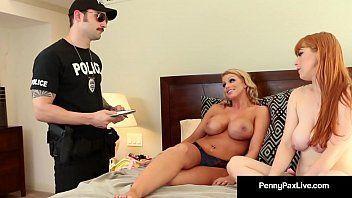 Policial sacana comendo duas gostosas na mansão