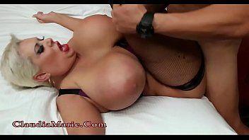 Pornstar de maior silicone do porno levando rola