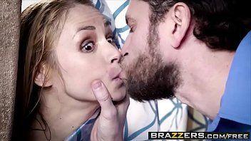 Sexo brazzers com a loirinha toda molhada