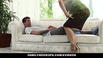 Sexo de safadinho enteado e sua madrasta