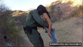 Samba pornográfico policial comendo a morena no deserto
