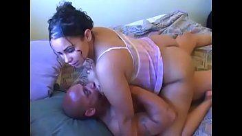 Mulher casada transando com parente do marido