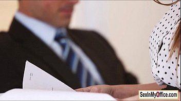 Peituda em vídeo como secretária dando ao chefe