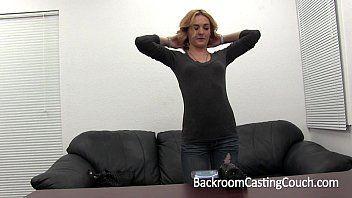 Sarado assiste masturbação da loira e te come gostoso
