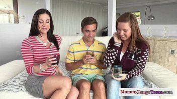 Comendo a sogra gostosa e a namorada vadia