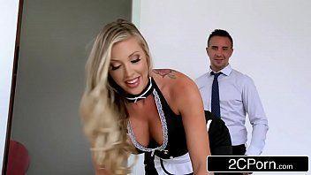 Empregada cavala dando o patrão