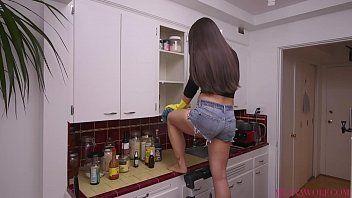Meana Wolf em vídeo erótico mostrando bucetão