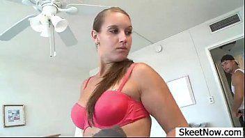 Porno com óleo no corpo da gostosa fodendo
