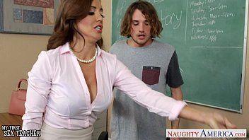 Professora gostosa dando na sala de aula