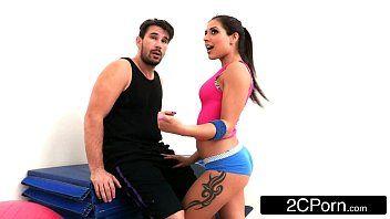 Vídeos de sexo moreninha linda chupando a piroca com vontade e dando sua buceta gostosa