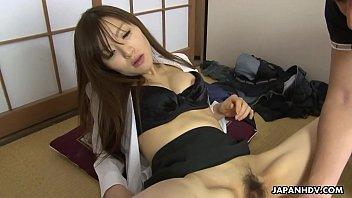 Chupando uma boceta de japonesa peluda e dando pau