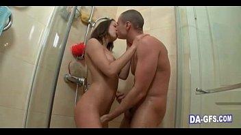 Novinha sendo fodida no banheiro