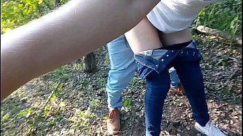 Adolescente transando no parque ecologico