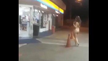Caiu na net puta peladona foi no posto de gasolina procurar clientes nessa Greve dos caminhoneiros
