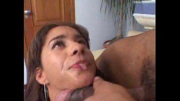 Vídeo porno putinha brasileira entrando na rola do dotado