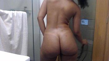 Novinha gostosa 10 gravou video porno dela tomando banho
