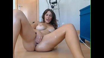 Vidio de porno novinha peituda se masturbando prazerosamente