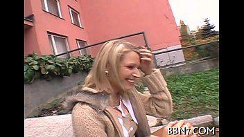 Porno gratis loirinha da faculdade fazendo belo boquete ao ar livre