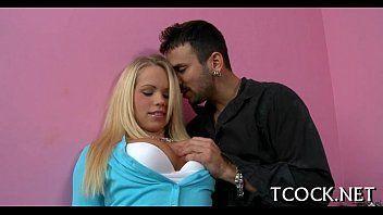 Video de sexo loira da buceta lisinha dando e fazendo belo boquete na rola
