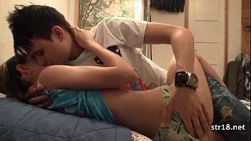 Video porno gratis sexo caseiro com casal de adolescentes